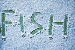 Il pesce verde di parola è scritto in farina fotografie stock