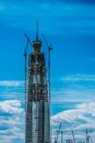 Il più alta costruzione nella costruzione di Europa, grattacielo in costruzione con le gru enormi sul cantiere Fotografie Stock
