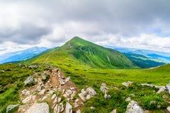 Il più alta montagna dell'Ucraina Hoverla 2061 m. Cresta di Chornogora, Ucraina Fotografia Stock Libera da Diritti