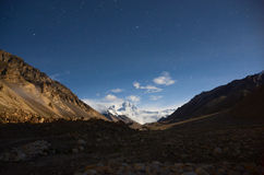 Il più alta montagna in mondo alla notte Fotografia Stock Libera da Diritti