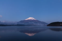Il più alta montagna (montagna di Fuji) nella mattina, Giappone Immagini Stock Libere da Diritti
