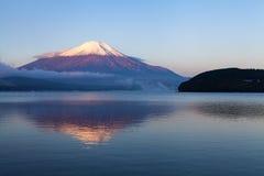 Il più alta montagna (montagna di Fuji) nella mattina, Giappone Fotografie Stock