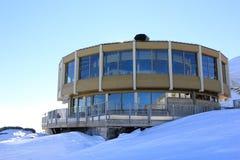 Il più alto ristorante di giro del mondo Ghiacciai di trascuratezza e gli più alti picchi delle alpi svizzere Fotografia Stock Libera da Diritti