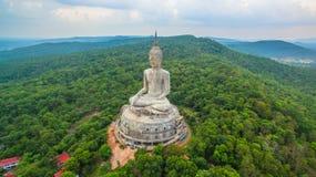 il più grande Buddha sulla montagna nell'est della Tailandia Fotografia Stock