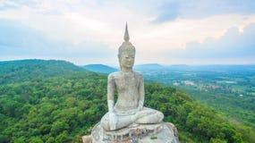 il più grande Buddha sulla montagna nell'est della Tailandia Fotografie Stock Libere da Diritti