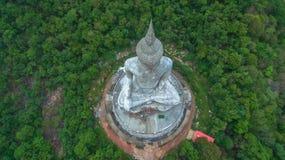 il più grande Buddha sulla montagna nell'est della Tailandia Immagini Stock Libere da Diritti