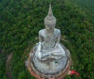 il più grande Buddha sulla montagna nell'est della Tailandia Fotografia Stock Libera da Diritti