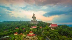 il più grande Buddha sulla montagna nell'est della Tailandia Fotografie Stock