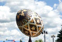 Il più grande uovo di Pasqua del mondo (Pysanka) Immagine Stock Libera da Diritti