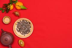 Il piano concettuale pone l'alimento cinese del nuovo anno e beve la natura morta immagine stock libera da diritti