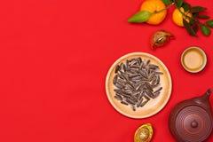 Il piano concettuale pone l'alimento cinese del nuovo anno e beve la natura morta fotografia stock