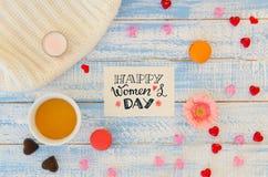 Il piano del giorno del ` s delle donne pone il modello della nota dell'iscrizione della mano Immagini Stock