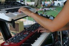 Il piano fa un grande suono e crea la grande musica Fotografia Stock