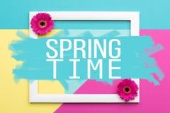 Il piano floreale di tempo di primavera pone la cartolina d'auguri di minimalismo illustrazione di stock