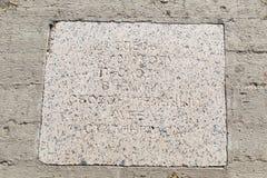 Il piatto del granito con un'iscrizione Immagini Stock Libere da Diritti