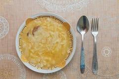 Il piatto di Hamirashi Erishde, melanzana ha farcito il piatto ed il cetriolo, piatto dell'Azero dell'insalata del pomodoro Immagini Stock