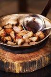 Il piatto macedone Klisi è servito in un modo tradizionale Immagine Stock Libera da Diritti