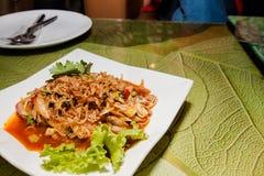 Il piatto piccante del servizio dell'ostrica ha tenuto su Fotografia Stock