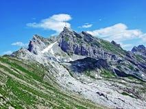 Il picco alpino bello e dominante di Säntis nella catena montuosa di Alpstein fotografia stock
