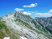 Il picco alpino bello e dominante di Säntis nella catena montuosa di Alpstein immagine stock