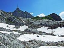 Il picco alpino bello e dominante di Säntis nella catena montuosa di Alpstein immagini stock libere da diritti
