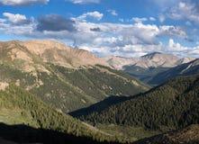 Il picco di Casco 13.908 piedi e La Plata alza 14.361 verticalmente in Colorado centrale Immagine Stock