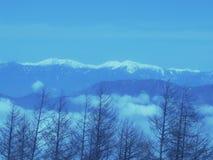 Il picco di cielo blu nell'inverno sulla montagna di Fuji nel Giappone Neve superiore della montagna di Fuji la bella potrebbe 4° fotografia stock libera da diritti