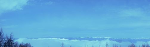 Il picco di cielo blu nell'inverno sulla montagna di Fuji nel Giappone Neve superiore della montagna di Fuji la bella potrebbe 4? immagini stock