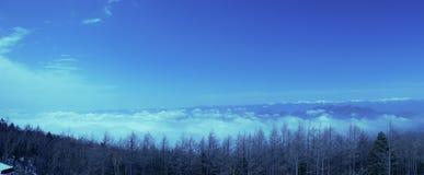Il picco di cielo blu nell'inverno sulla montagna di Fuji nel Giappone Neve superiore della montagna di Fuji la bella potrebbe 4? fotografie stock