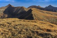 Il picco di Moldoveanu in montagne di Fagaras Immagini Stock Libere da Diritti