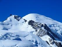 Il picco di MONT BLANC della gamma di montagne alpina abbellisce nelle ALPI francesi di bellezza vedute da Aiguille du Midi a CHA Fotografia Stock Libera da Diritti
