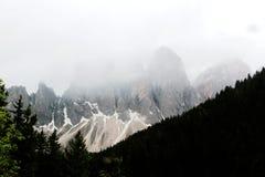 Il picco di montagna di Cinque Torri in Dolomiti delle alpi in Italia Immagini Stock Libere da Diritti