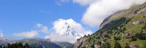 Il picco leggendario in nuvole, Svizzera del Cervino Immagine Stock