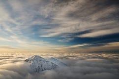 Il picco perso nel cielo, immagine spettacolare della montagna Fotografia Stock Libera da Diritti