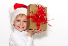 Il piccolo Babbo Natale con un regalo Fotografia Stock Libera da Diritti