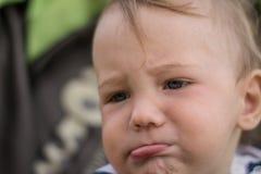 Il piccolo bambino è stato offenduto immagine stock
