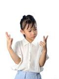 Il piccolo bambino asiatico confuso non conosce la risposta di per la matematica Fotografia Stock Libera da Diritti