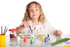Il piccolo bambino felice estrae la pittura Fotografia Stock