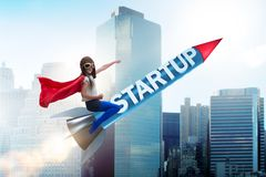 Il piccolo bambino in razzo start-up di volo di concetto Immagini Stock Libere da Diritti