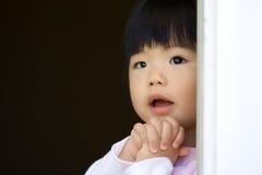Il piccolo bambino sta facendo un desiderio Fotografia Stock Libera da Diritti