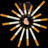 Il piccolo cuore umano soffoca da fumo Fotografie Stock