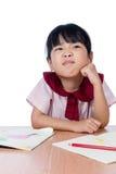 Il piccolo disegno cinese asiatico della ragazza con il colore disegna a matita Fotografia Stock
