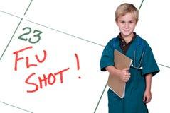 Il piccolo dottore iniezione antinfluenzale Fotografia Stock