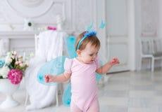 Il piccolo fatato con le ali in un vestito rosa Fotografia Stock Libera da Diritti