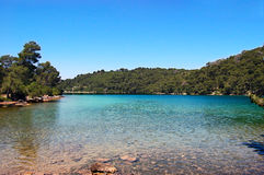 Il piccolo lago sull'isola di parco nazionale di Mjet Immagini Stock