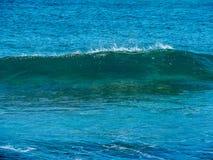 Il piccolo mare ondeggia, isola di Creta, Grecia fotografie stock libere da diritti