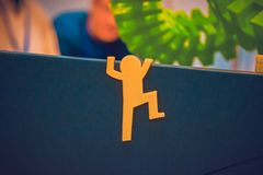 Il piccolo oggetto astratto ha stampato dal primo piano della stampante 3d Immagine Stock
