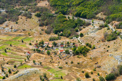 Il piccolo paesino di montagna nel Montenegro fotografie stock libere da diritti
