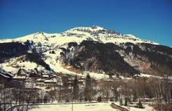 Il piccolo paesino di montagna nelle alpi in Francia Fotografie Stock