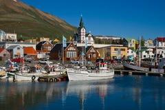 Il piccolo porto di Husavik in Islanda Immagine Stock